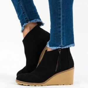 NEW Toms Avery Black Wedge Faux Suede Bootie 10